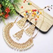 #pearlnecklace #necklace #kundan #choker #maangtika #triangle