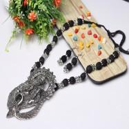 #necklace #threadmala #ethnic #classy #swagjewellery #hookearrings #temple #oxidised