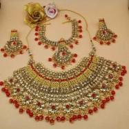 #bridal #chokar #earrings #maangtika #padmawati #kundan #dropletbeads #pearls #red